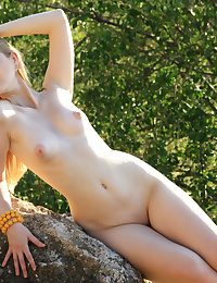 Erotic Ultra-cutie - Naturally Beautiful Amateur Nudes