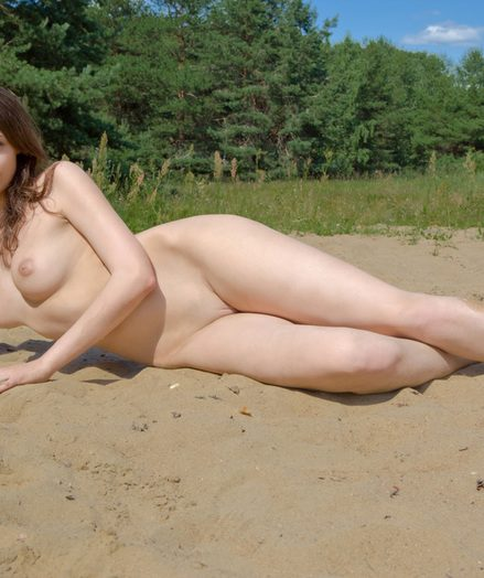 Naked unobscured babe