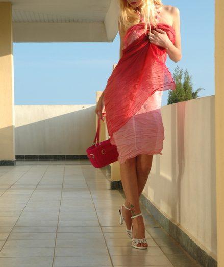 Curly gorgeous blonde babe Zina posing yes naked