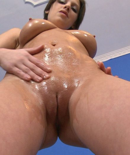 Teen Squeezing her Pussy Muscles