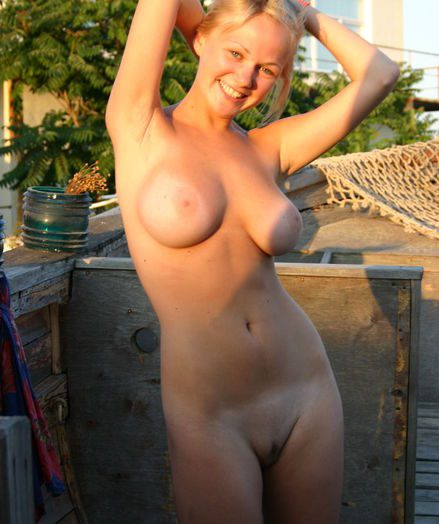 Erotic Pulchritude - Naturally Beautiful Amateur Nudes