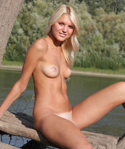 Softcore Beauty - Naturally Beautiful Amateur Nudes