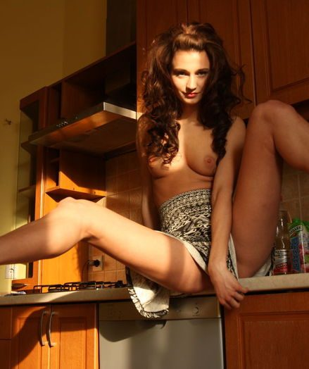 Curly babe erotic display