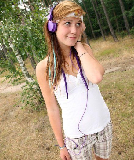 Daring teen sweetie